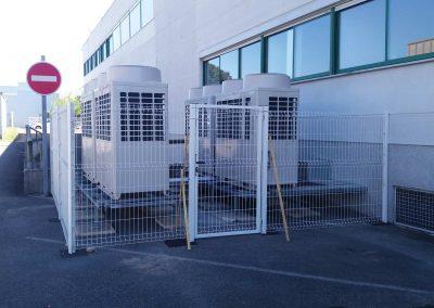 Réalisation d'une clôture pour protection de pompes a chaleurs dans bureaux tertiaires